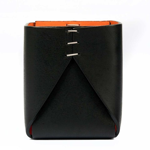 Stiftebecher Leder quadratisch 8x8x11 cm schwarz orange