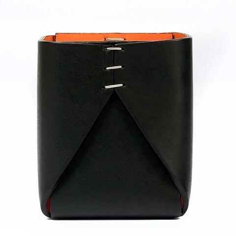 Stiftebecher Leder quadratisch schwarz/orange